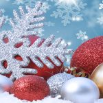 Juletræskugler i rød og sølv